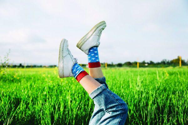 พรีออเดอร์จีนกับวิธีใส่รองเท้าผ้าใบคู่กับเสื้อผ้าให้ออกมาดูดี  พรีออเดอร์จีนกับวิธีใส่รองเท้าผ้าใบคู่กับเสื้อผ้าให้ออกมาดูดี Sneakers Shoes 1125 02 600x400