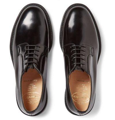 ชิปปิ้งจีนกับรองเท้า 4 แบบให้หนุ่ม ๆ ได้เลือกใส่